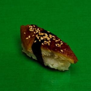 Суши с копченой угрем